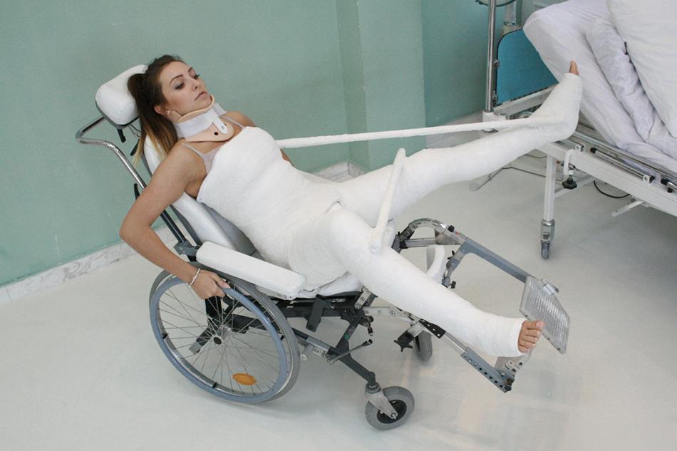【超マニアック】理解不能、骨折フェチニキの為のギブスガチガチなエロ画像(画像あり)・5枚目