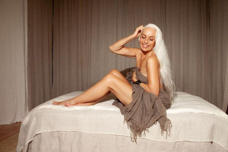 """【美人おばあちゃん】世界一美しい64歳と言われるフランス人モデル""""ヤゼミナ・ロッシ""""確かに美人だけど・・・・・1枚目"""