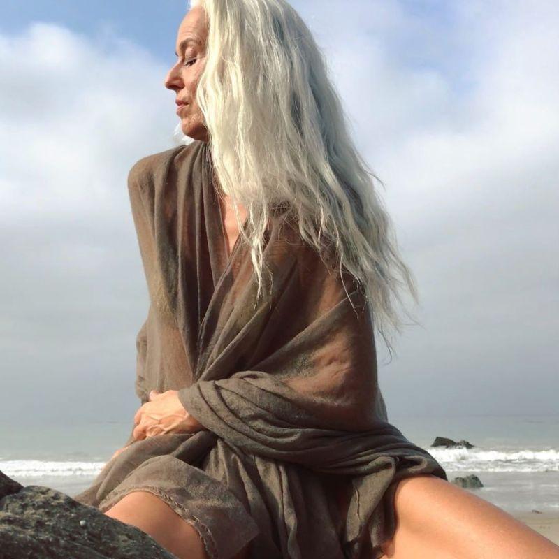 """【美人おばあちゃん】世界一美しい64歳と言われるフランス人モデル""""ヤゼミナ・ロッシ""""確かに美人だけど・・・・・4枚目"""