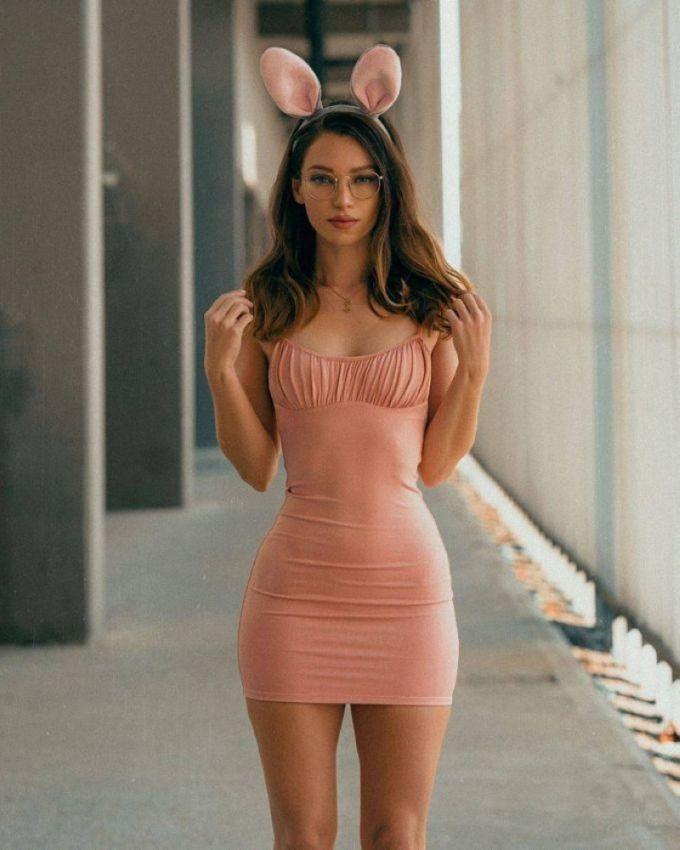 【二次】今海外の若い女性に人気なボディコンドレスのセクシー過ぎるエロ画像!!(画像あり)・15枚目