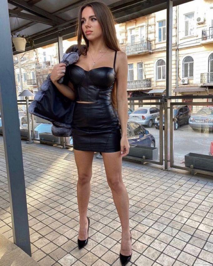 【二次】今海外の若い女性に人気なボディコンドレスのセクシー過ぎるエロ画像!!(画像あり)・31枚目