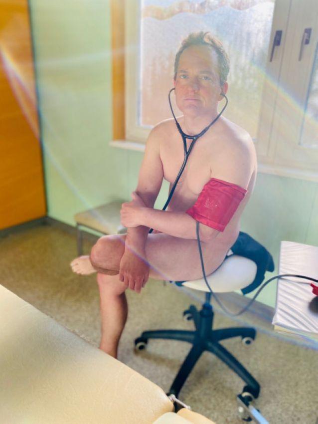 【ヌード女医】コロナでのマスク不足をアピールするために裸になるドイツの医師、馬鹿かな・・・?(画像)・10枚目