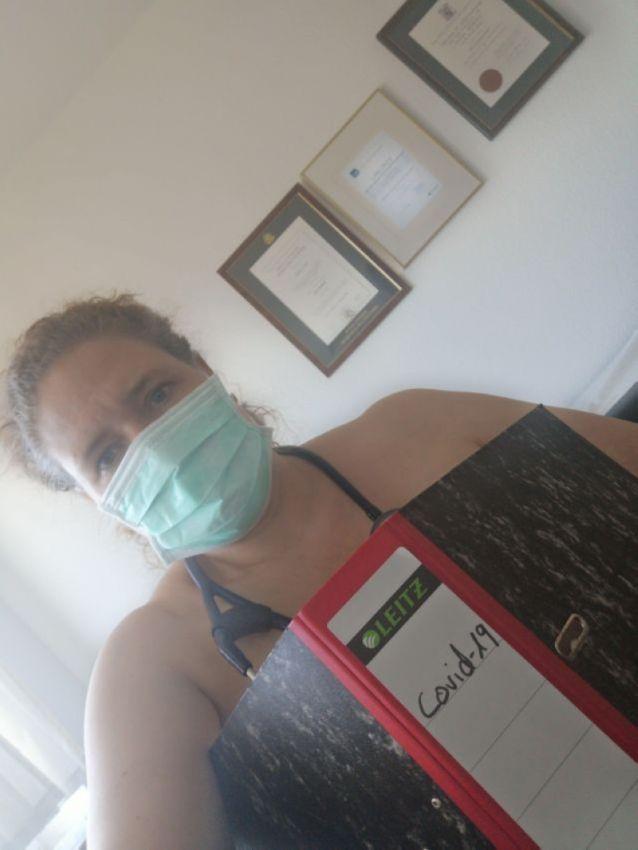 【ヌード女医】コロナでのマスク不足をアピールするために裸になるドイツの医師、馬鹿かな・・・?(画像)・15枚目
