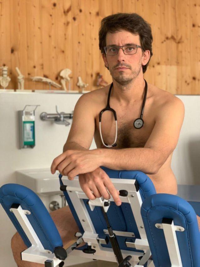 【ヌード女医】コロナでのマスク不足をアピールするために裸になるドイツの医師、馬鹿かな・・・?(画像)・20枚目