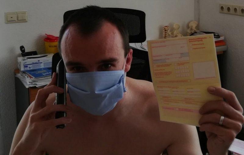 【ヌード女医】コロナでのマスク不足をアピールするために裸になるドイツの医師、馬鹿かな・・・?(画像)・25枚目