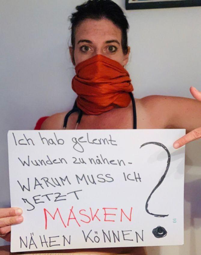 【ヌード女医】コロナでのマスク不足をアピールするために裸になるドイツの医師、馬鹿かな・・・?(画像)・28枚目