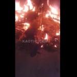 【衝撃】詳細不明 ナイジェリアの路上で小火騒ぎと思ったら、炎の中に人の足が・・・・・(動画)