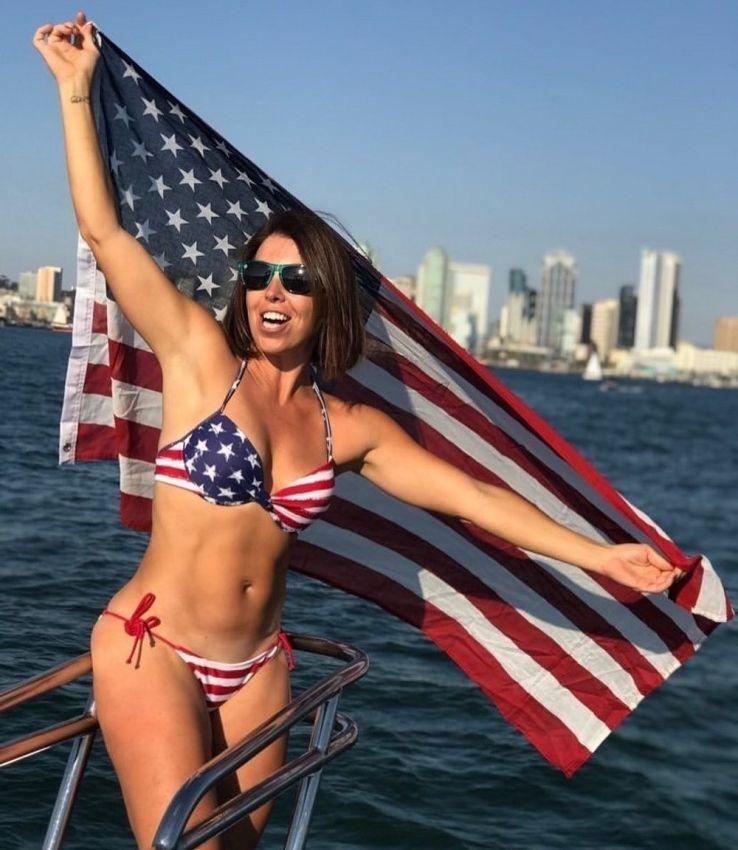 【アメリカン】如何にもアメリカ人って感じで星条旗を色んな所にあしらった金髪ギャルのエロ画像(画像あり)・6枚目