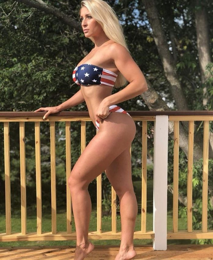 【アメリカン】如何にもアメリカ人って感じで星条旗を色んな所にあしらった金髪ギャルのエロ画像(画像あり)・20枚目