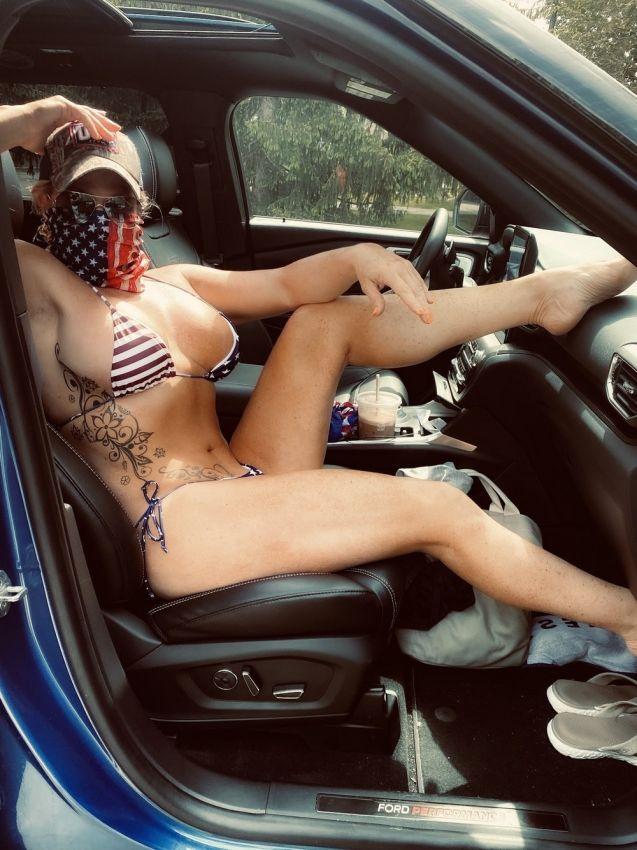 【アメリカン】如何にもアメリカ人って感じで星条旗を色んな所にあしらった金髪ギャルのエロ画像(画像あり)・21枚目