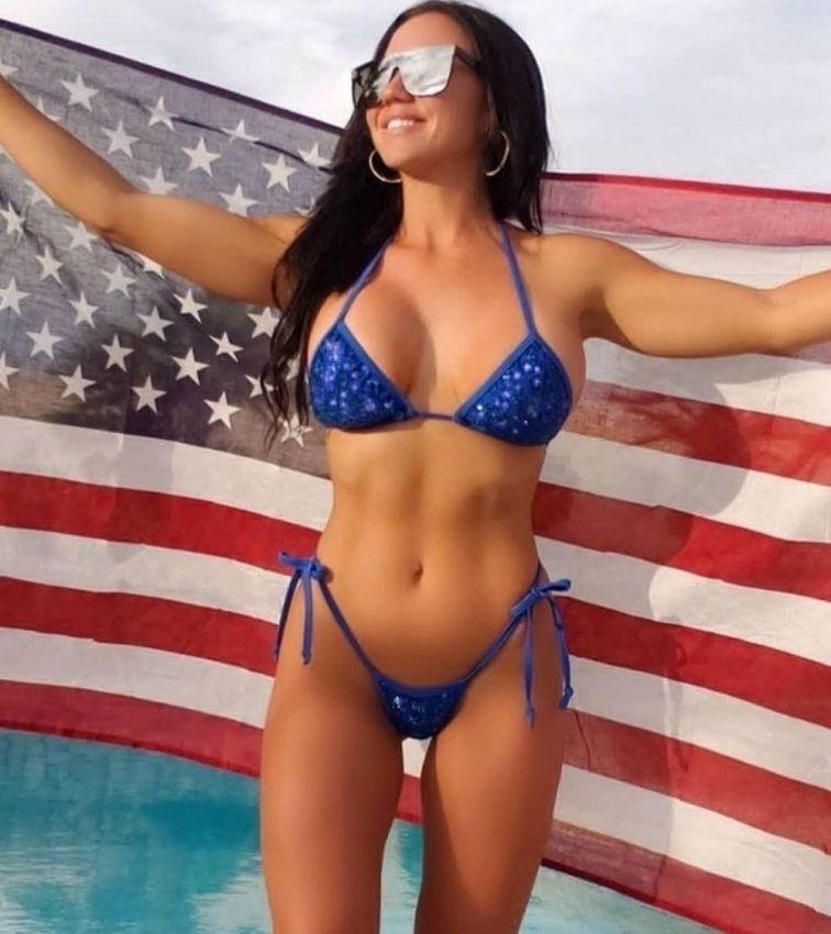 【アメリカン】如何にもアメリカ人って感じで星条旗を色んな所にあしらった金髪ギャルのエロ画像(画像あり)・24枚目