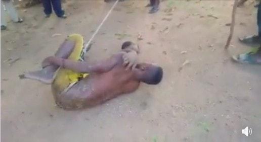 【胸糞注意】黒魔術儀式のために少女を殺害して斬首したナイジェリア男性、住民にボコボコにされる・・・・(画像)・4枚目