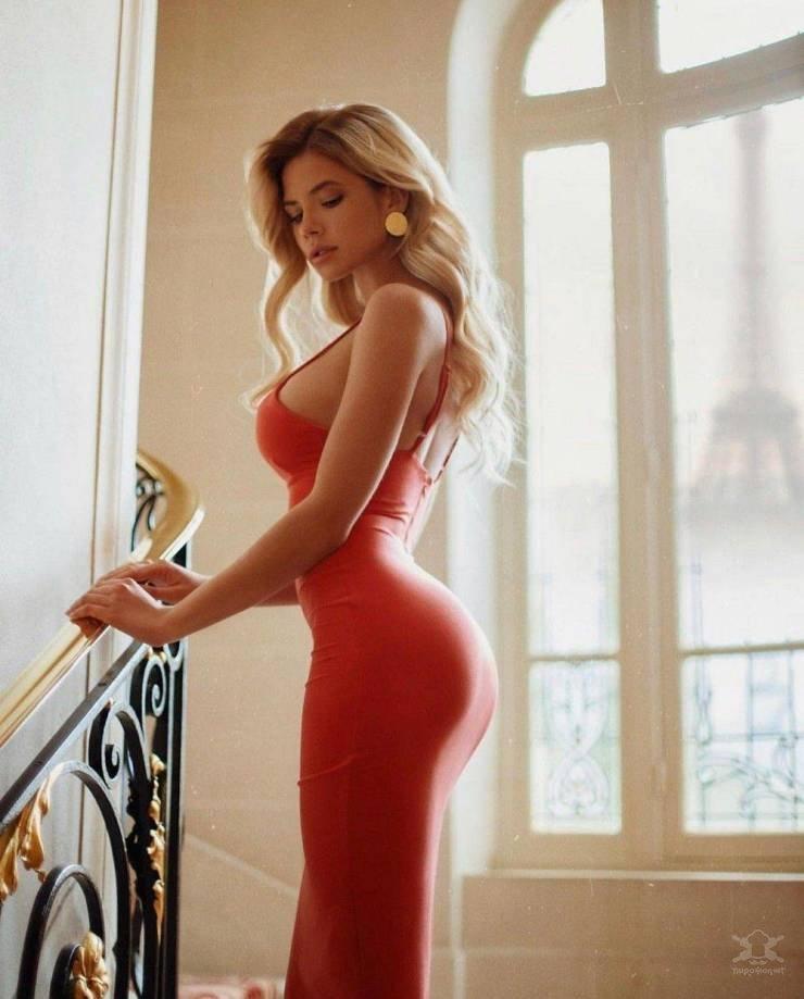 【超タイト】外国人モデルさんのタイトドレス姿、もはや猥褻物レベルにエロくて草wwwwww(画像)・1枚目