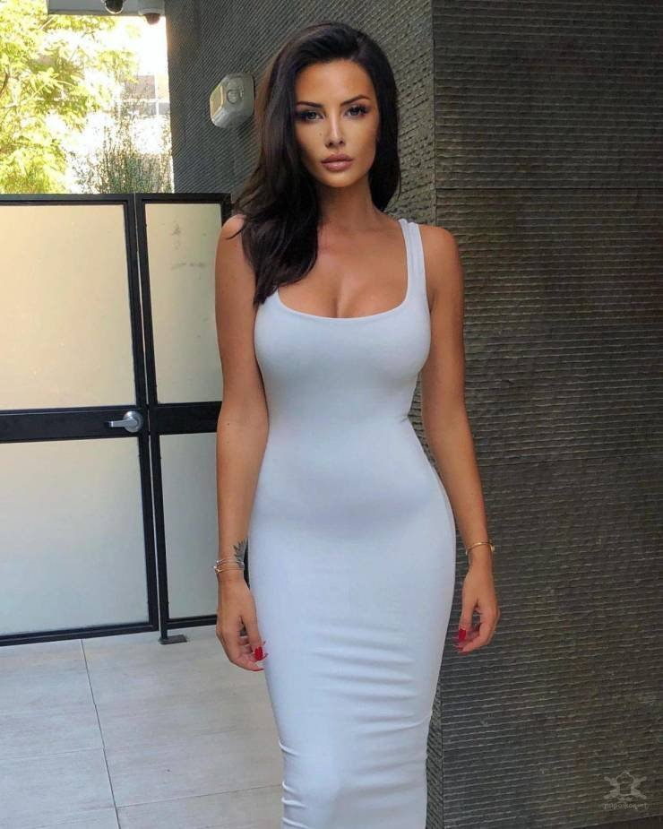 【超タイト】外国人モデルさんのタイトドレス姿、もはや猥褻物レベルにエロくて草wwwwww(画像)・4枚目