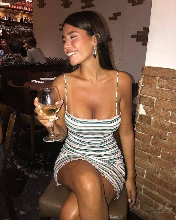 【超タイト】外国人モデルさんのタイトドレス姿、もはや猥褻物レベルにエロくて草wwwwww(画像)・14枚目