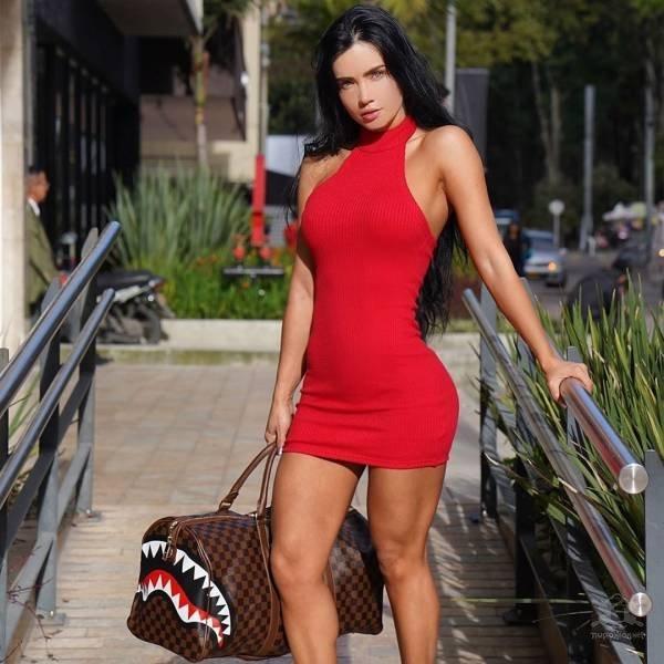 【超タイト】外国人モデルさんのタイトドレス姿、もはや猥褻物レベルにエロくて草wwwwww(画像)・21枚目