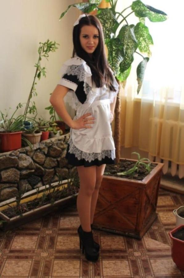 【美少女多数】卒業式には白いエプロンドレス姿のメイド服に身を包むのが慣習になってるロシアJKがエロい!!(画像)・3枚目