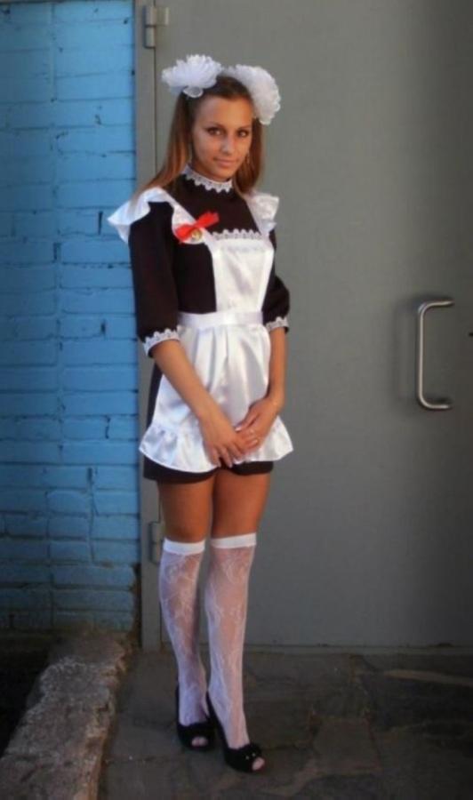 【美少女多数】卒業式には白いエプロンドレス姿のメイド服に身を包むのが慣習になってるロシアJKがエロい!!(画像)・4枚目