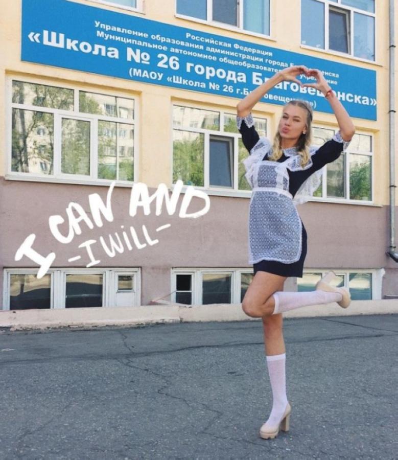 【美少女多数】卒業式には白いエプロンドレス姿のメイド服に身を包むのが慣習になってるロシアJKがエロい!!(画像)・9枚目