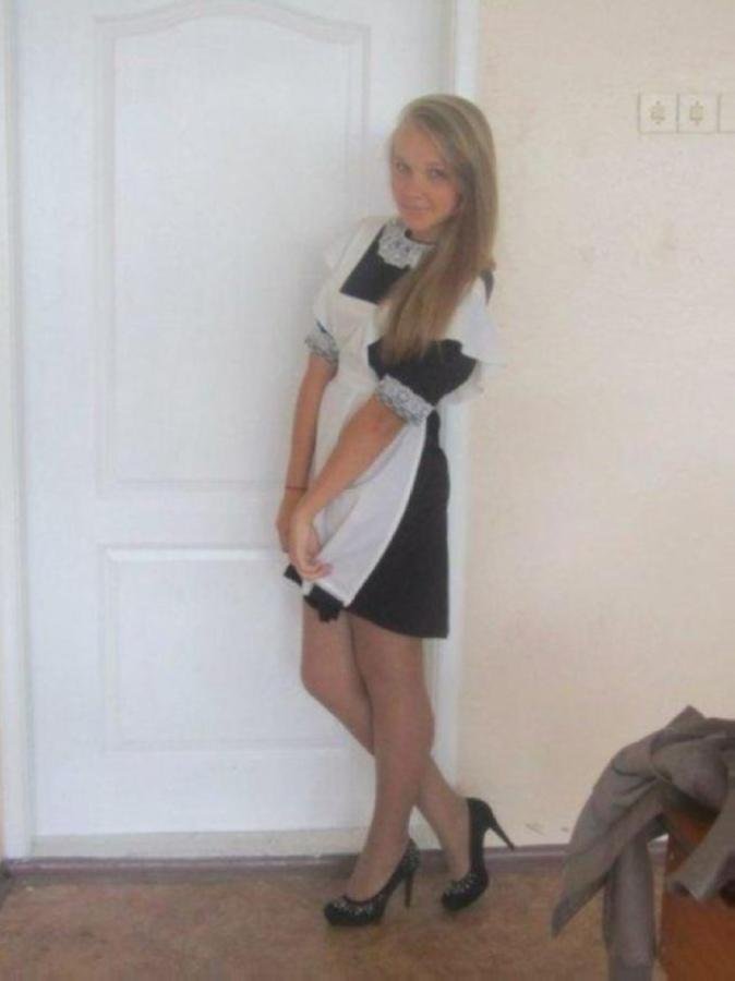【美少女多数】卒業式には白いエプロンドレス姿のメイド服に身を包むのが慣習になってるロシアJKがエロい!!(画像)・10枚目