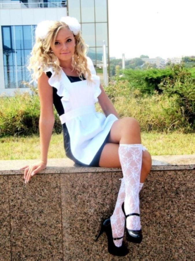 【美少女多数】卒業式には白いエプロンドレス姿のメイド服に身を包むのが慣習になってるロシアJKがエロい!!(画像)・13枚目