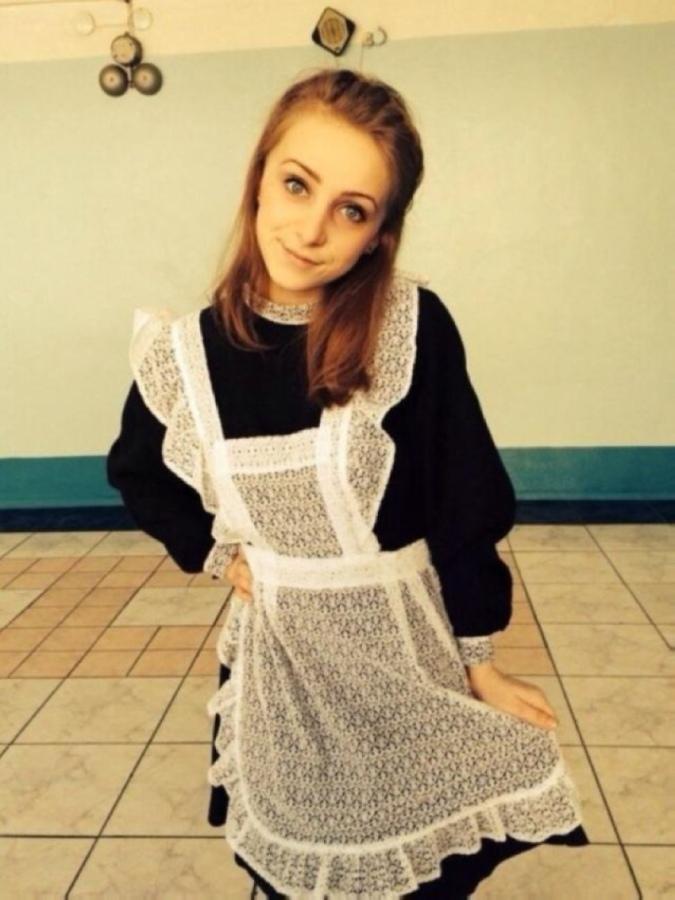 【美少女多数】卒業式には白いエプロンドレス姿のメイド服に身を包むのが慣習になってるロシアJKがエロい!!(画像)・17枚目