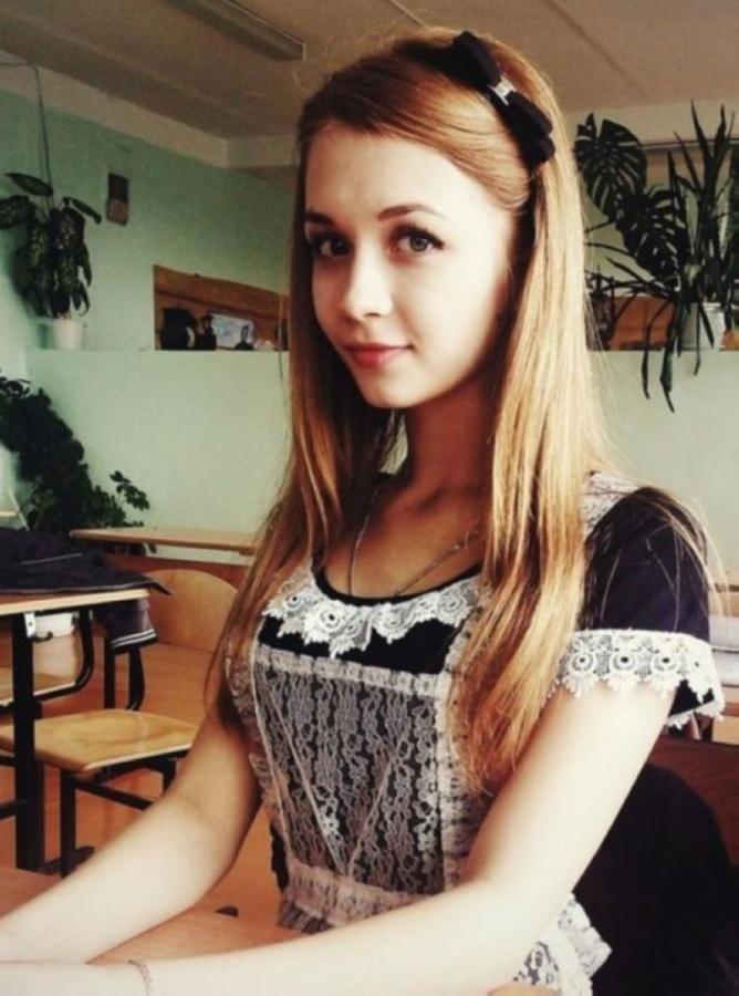 【美少女多数】卒業式には白いエプロンドレス姿のメイド服に身を包むのが慣習になってるロシアJKがエロい!!(画像)・21枚目
