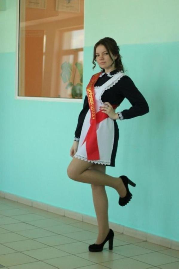 【美少女多数】卒業式には白いエプロンドレス姿のメイド服に身を包むのが慣習になってるロシアJKがエロい!!(画像)・22枚目