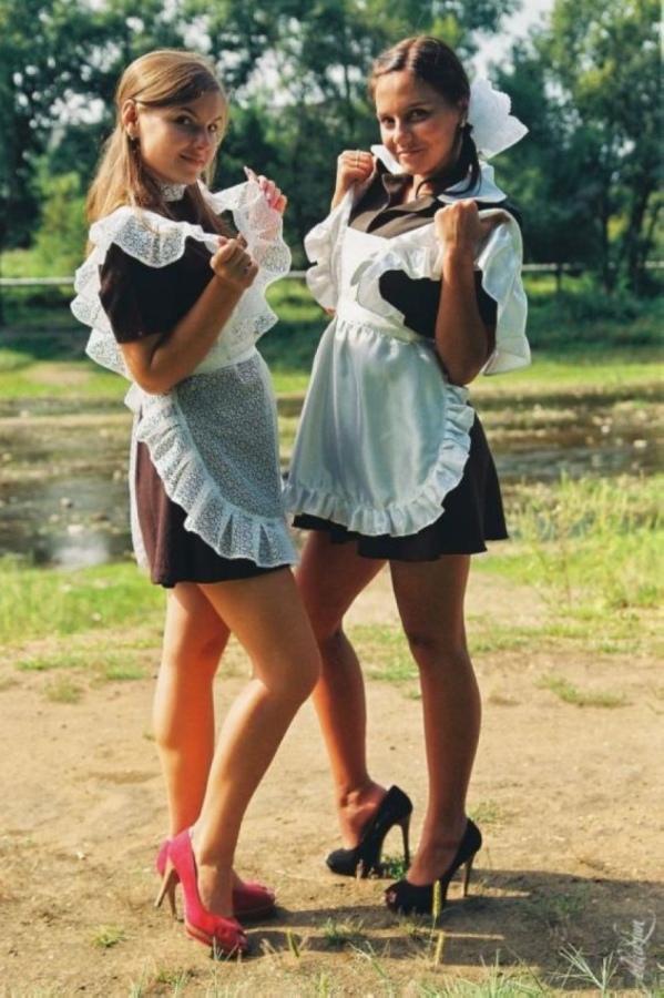 【美少女多数】卒業式には白いエプロンドレス姿のメイド服に身を包むのが慣習になってるロシアJKがエロい!!(画像)・23枚目