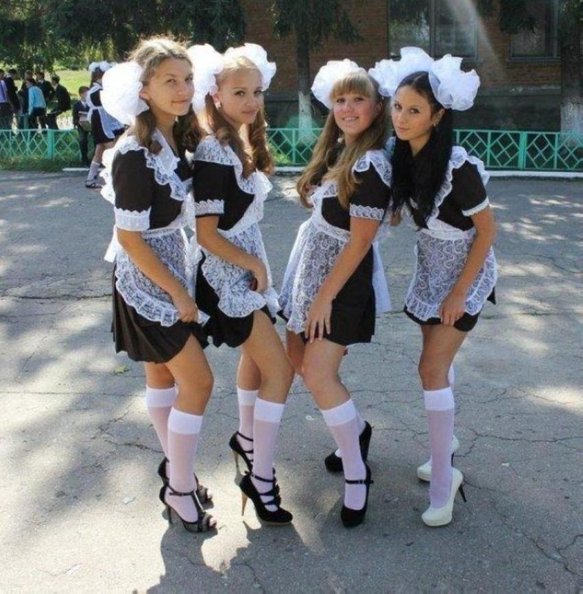 【美少女多数】卒業式には白いエプロンドレス姿のメイド服に身を包むのが慣習になってるロシアJKがエロい!!(画像)・26枚目