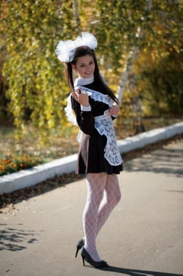 【美少女多数】卒業式には白いエプロンドレス姿のメイド服に身を包むのが慣習になってるロシアJKがエロい!!(画像)・29枚目