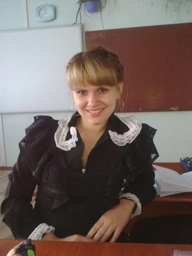 【美少女多数】卒業式には白いエプロンドレス姿のメイド服に身を包むのが慣習になってるロシアJKがエロい!!(画像)・32枚目
