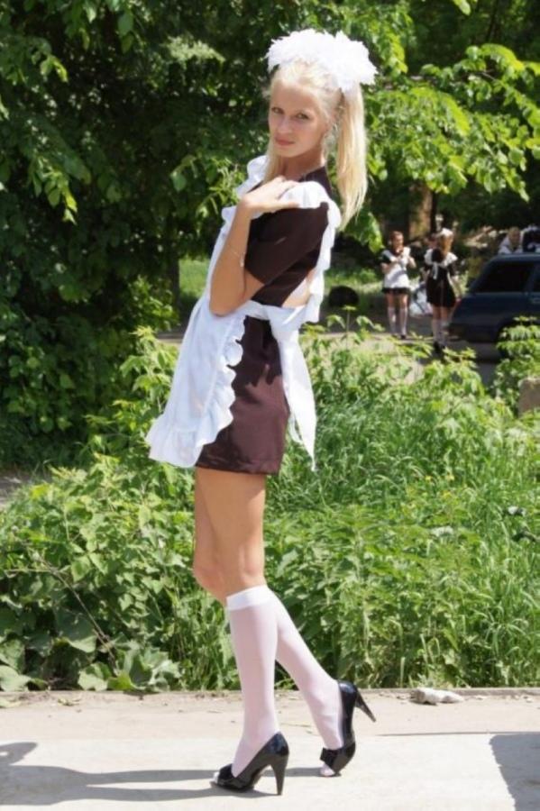 【美少女多数】卒業式には白いエプロンドレス姿のメイド服に身を包むのが慣習になってるロシアJKがエロい!!(画像)・33枚目