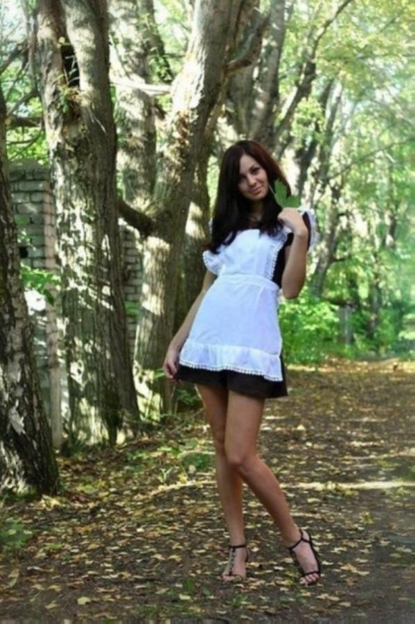 【美少女多数】卒業式には白いエプロンドレス姿のメイド服に身を包むのが慣習になってるロシアJKがエロい!!(画像)・35枚目