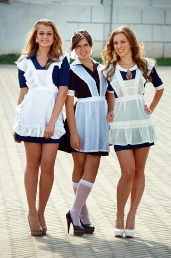 【美少女多数】卒業式には白いエプロンドレス姿のメイド服に身を包むのが慣習になってるロシアJKがエロい!!(画像)・37枚目