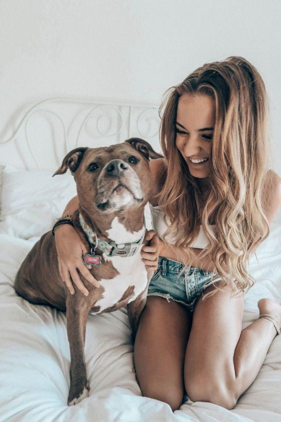 【二次】可愛い犬にかこつけて自らのエロい自撮り画像をSNSに上げるあざといまんさんのエロ画像・14枚目