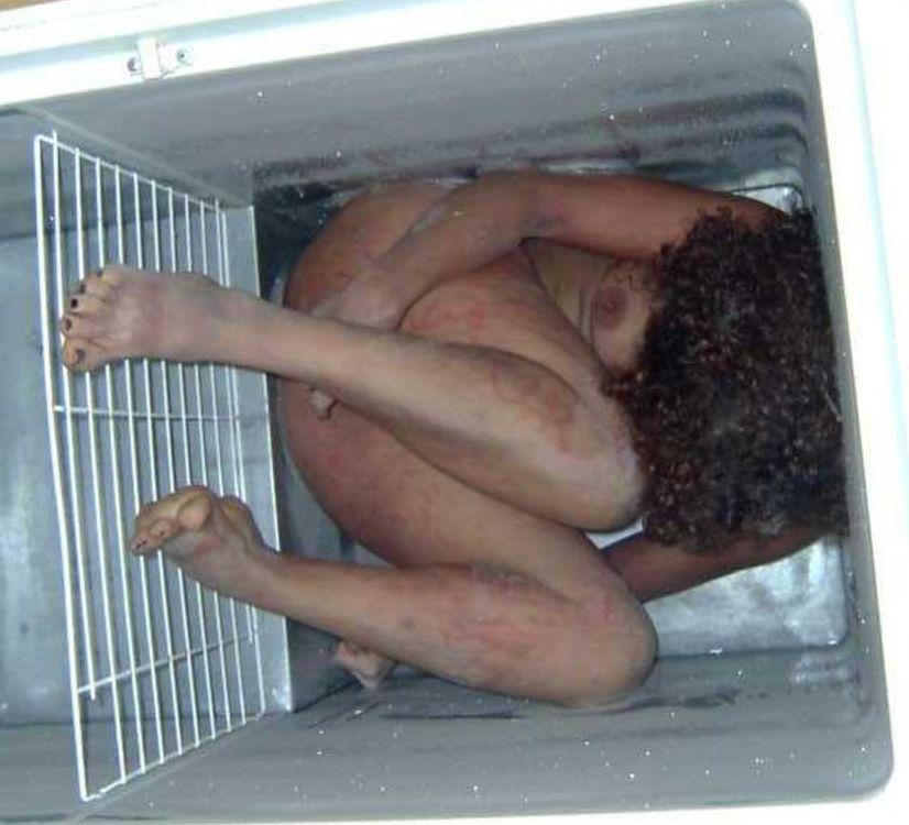 【閲覧注意】冷凍庫で保管された女性の遺体、カッチカチに固まってしまう・・・・(画像)・2枚目