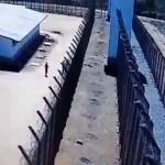 【大脱走】ブラジル刑務所で起きた13人受刑者による脱走劇、2人射殺2人重症で逮捕も残りメンバーに逃げられる!!(動画)
