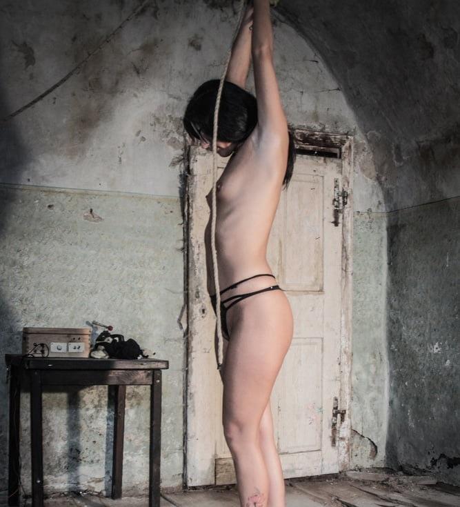 【役得】海外女囚刑務所での日常的な身体検査、日本だったら即大問題になる奴だな・・・・(画像)・2枚目