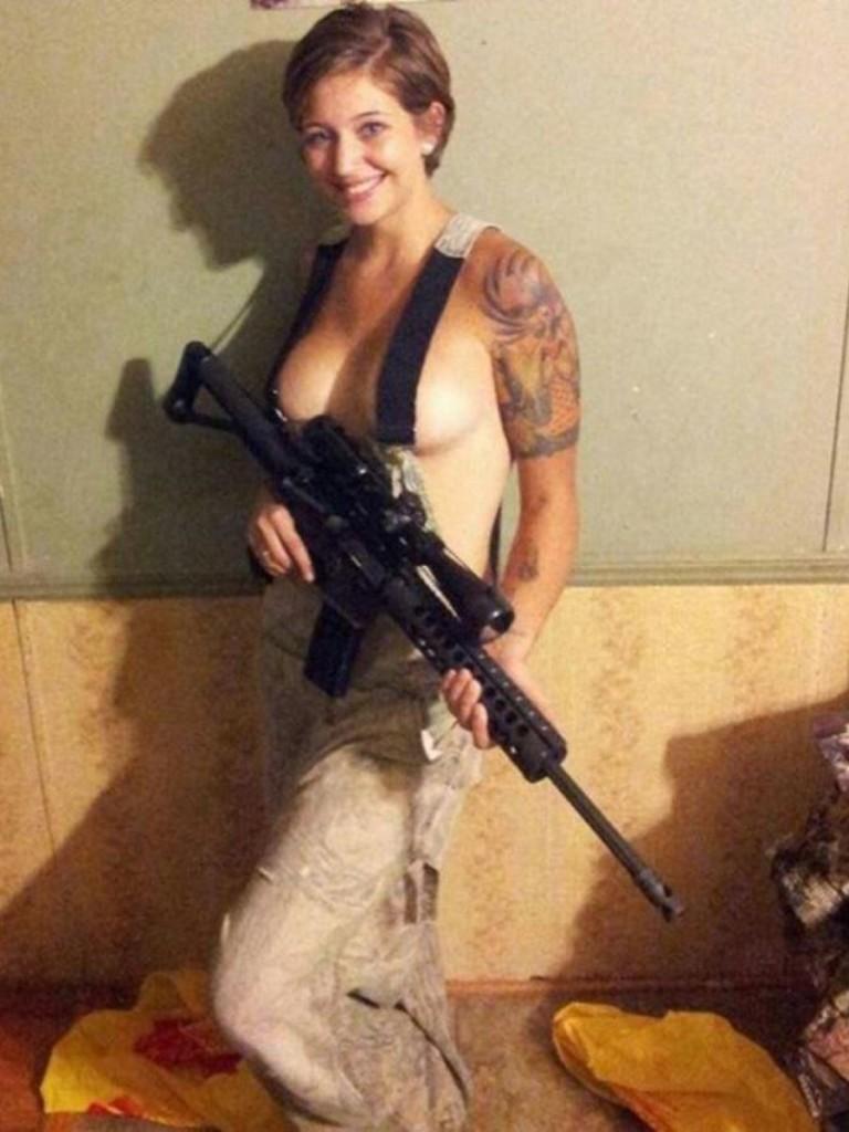 【ソルジャーエロ】戦場に派兵されてる女性兵士さん、ついハメを外してしまった画像がこちら・・・・(画像)・32枚目