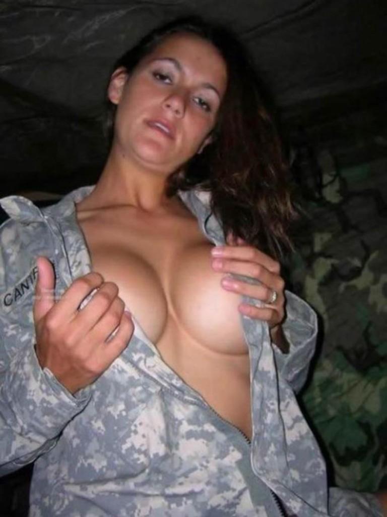 【ソルジャーエロ】戦場に派兵されてる女性兵士さん、ついハメを外してしまった画像がこちら・・・・(画像)・42枚目