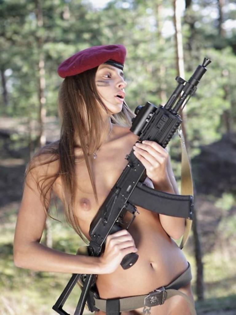 【ソルジャーエロ】戦場に派兵されてる女性兵士さん、ついハメを外してしまった画像がこちら・・・・(画像)・80枚目