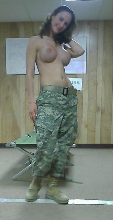 【ソルジャーエロ】戦場に派兵されてる女性兵士さん、ついハメを外してしまった画像がこちら・・・・(画像)・83枚目