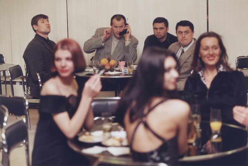 【ロシアンストリップ嬢】武器やドラッグの取引相手を接待中のロシアンマフィア&ストリップ嬢、怖いけどエロい・・・・・(画像)・7枚目