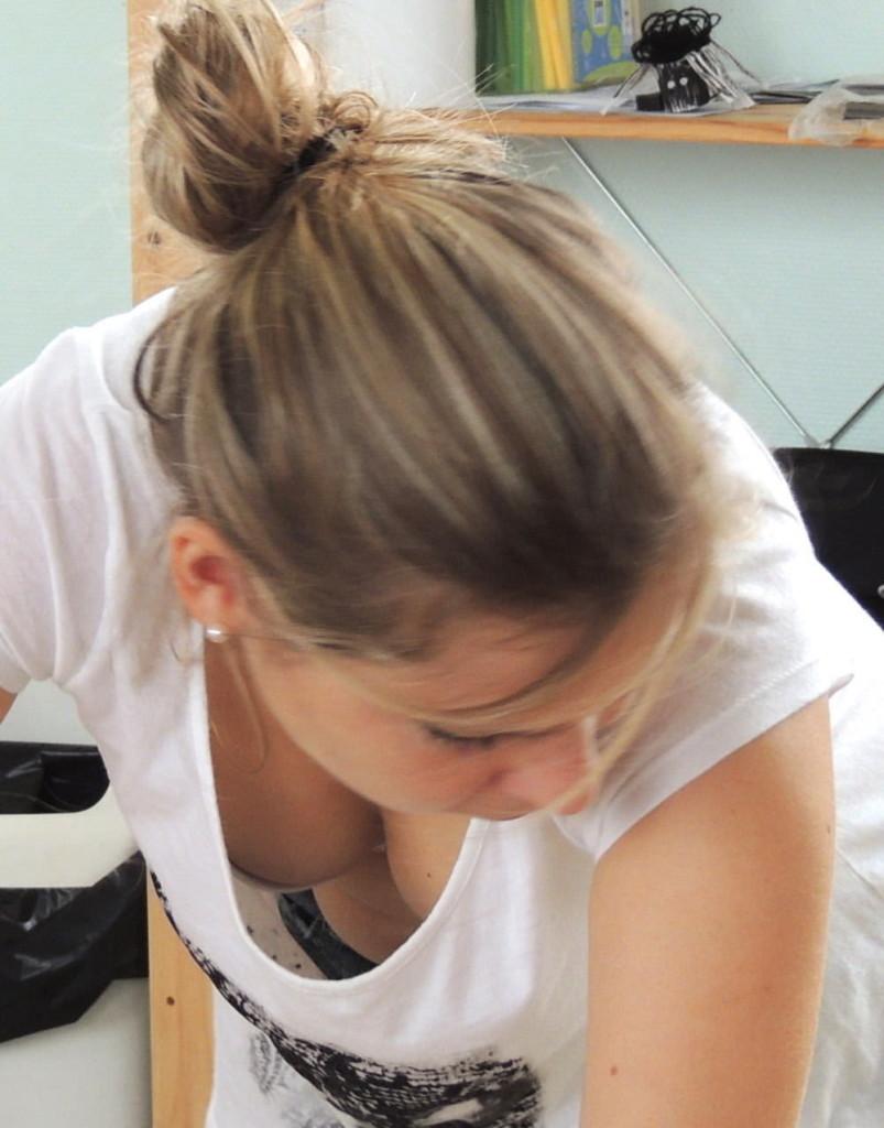 """【保存推奨】陽気な外人ネキが家庭内でおっぱい晒しちゃってる""""自宅ヌード""""のエロ画像まとめ・47枚目"""