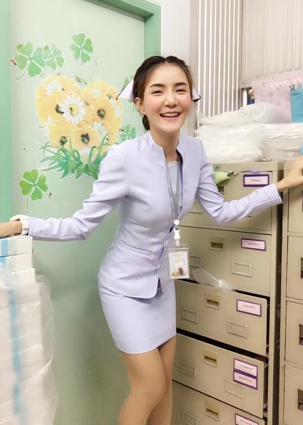 【美脚ナース】タイのナース制服、今じゃすっかり姿を消してしまったスカートタイプでクッソエロい!!(画像あり)・10枚目