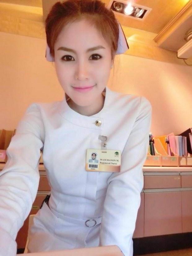 【美脚ナース】タイのナース制服、今じゃすっかり姿を消してしまったスカートタイプでクッソエロい!!(画像あり)・25枚目