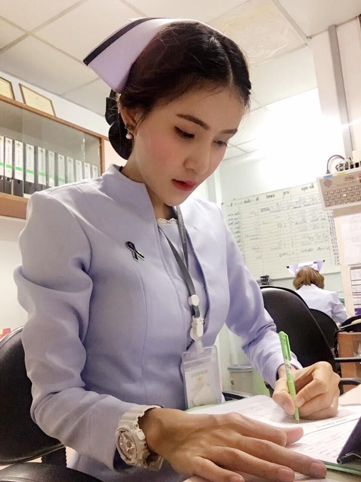 【美脚ナース】タイのナース制服、今じゃすっかり姿を消してしまったスカートタイプでクッソエロい!!(画像あり)・26枚目