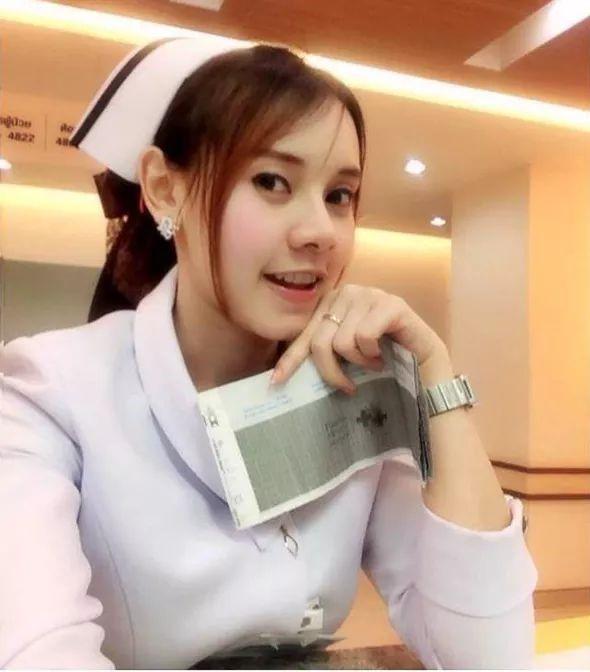 【美脚ナース】タイのナース制服、今じゃすっかり姿を消してしまったスカートタイプでクッソエロい!!(画像あり)・27枚目