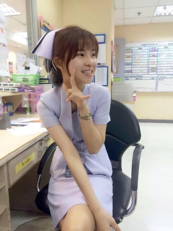 【美脚ナース】タイのナース制服、今じゃすっかり姿を消してしまったスカートタイプでクッソエロい!!(画像あり)・30枚目